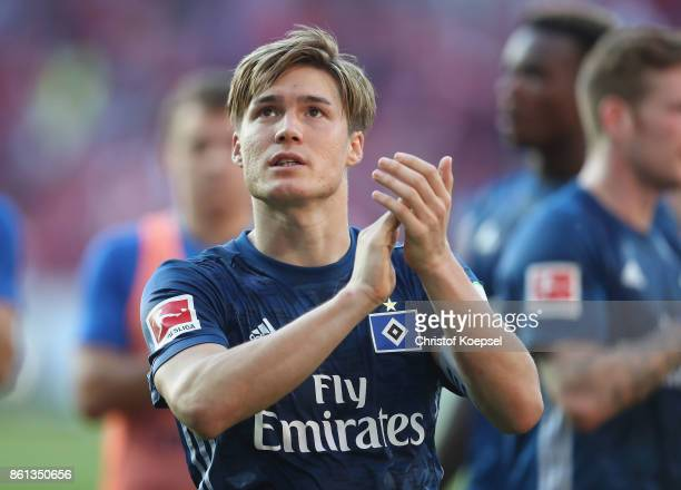 Gotoku Sakai of Hamburger SV looks dejected after the Bundesliga match between 1 FSV Mainz 05 and Hamburger SV at Opel Arena on October 14 2017 in...