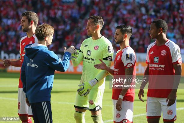 Gotoku Sakai of Hamburger SV shake hands with Christian Mathenia of Hamburger SV prior to the Bundesliga match between 1 FSV Mainz 05 and Hamburger...