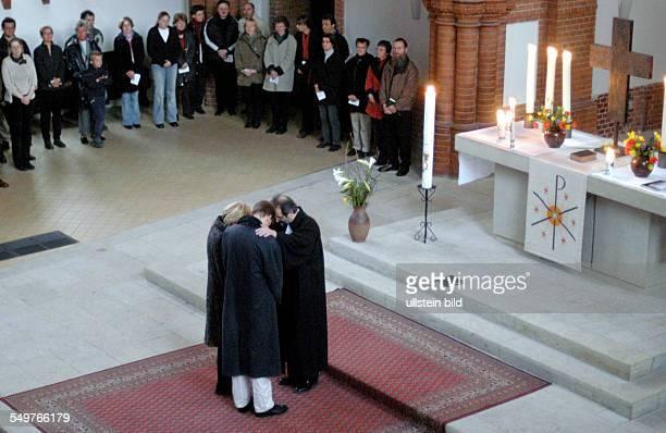 Gottesdienst zum Ostersonntag in der Gethsemanekirche Einsegnung eines Ehepaares durch Pfarrer Christian Zeiske