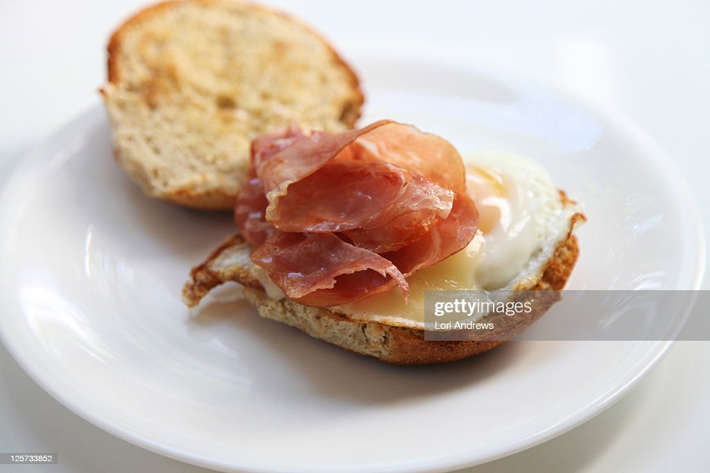 Gouda,prosciutto and egg breakfast sandwich : Stock Photo