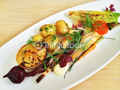 Plato gourmet con pescado a la parrilla y verduras foto de - Platos gourmet economicos ...