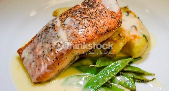 Gourmet plato de salm n foto de stock thinkstock - Platos gourmet economicos ...