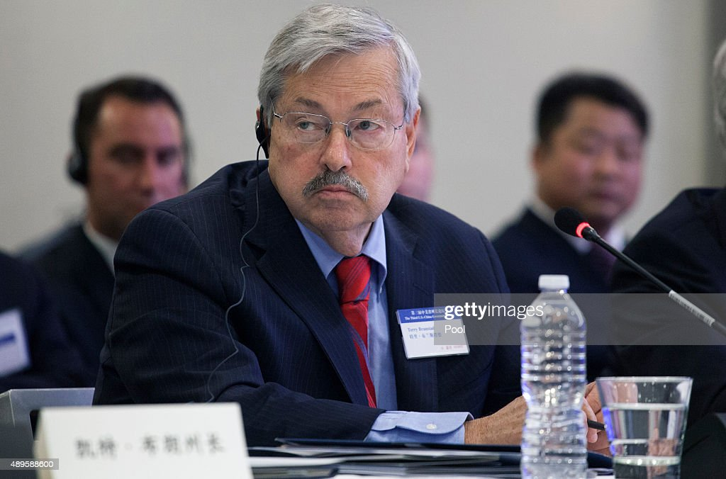 Gov. <a gi-track='captionPersonalityLinkClicked' href=/galleries/search?phrase=Terry+Branstad&family=editorial&specificpeople=985886 ng-click='$event.stopPropagation()'>Terry Branstad</a> of Iowa attends a meeting of U.S. and Chinese governors and Chinese President Xi Jinping to discuss clean technology and economic development September 22, 2015 in Seattle, Washington. Xi is on his first state visit to the U.S.