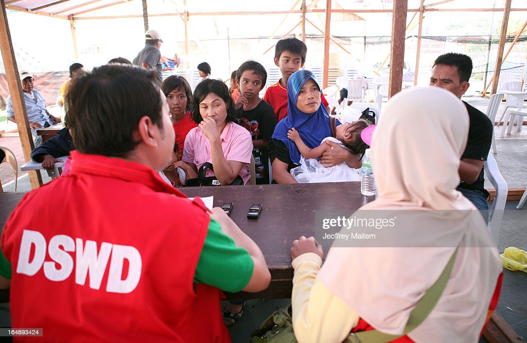 Government social welfare officers access the needs of people, displaced by continuing armed conflict between the supporters of Philippine Muslim clan Sulu Sultan Jamalul Kiram III and Royal Malaysian Police in Sabah, Malaysia, as they arrive at Bonggao on March 29, 2013 in Bonggao, Tawi-Tawi, Philippines. Following the insurgency in Sabah and the Malaysian government's subsequent crackdown on undocumented Filipinos, over 4000 people, mostly Filipino Muslims, have begun evacuating to the southern provinces of Basilan, Sulu, and Tawi-Tawi in the Philippines, with numbers expected to reach more than 100,000.