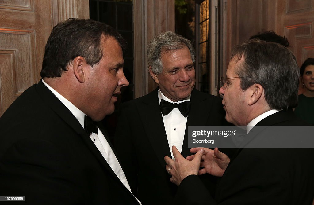 Governor Chris Christie, a Republican from New Jersey, left, and Leslie Moonves, president and chief executive officer of CBS Corp., center, attend the Bloomberg Vanity Fair White House Correspondents' Association (WHCA) dinner afterparty in Washington, D.C., U.S., on Saturday, April 27, 2013. The 99th annual dinner raises money for WHCA scholarships and honors the recipients of the organization's journalism awards. Photographer: Scott Eells/Bloomberg via Getty Images