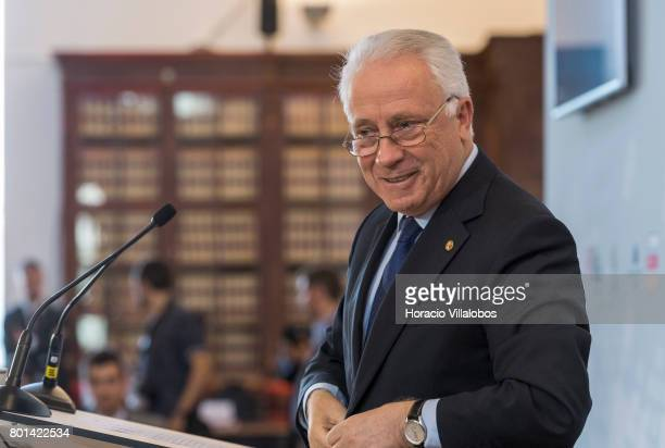 Governor of Banco de Portugal Carlos da Silva Costa delivers closing remarks at the end of ECB President Mario Draghi's conversation with students of...