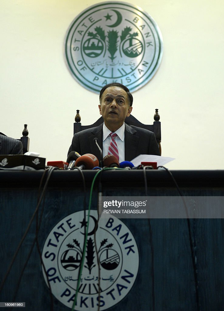 Governor of Pakistan's central state bank Yaseen Anwar presents the new monetary policy at the bank's headquarters in Karachi on February 8, 2013. Pakistan's central bank on Friday kept its benchmark interest rate unchanged at 9.5 percent, as its foreign exchange reserves fell and GDP growth is expected to remain below four percent. AFP PHOTO/Rizwan TABASSUM