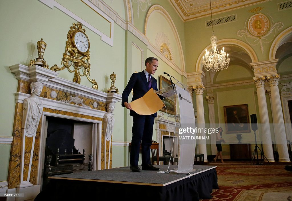 Governor of the Bank of England, Mark Carney arrives to give a press conference at the Bank of England in the City of London, on June 30, 2016. Bank of England governor Mark Carney on Thursday suggested monetary easing may be required this summer, saying that the economic outlook had 'deteriorated' after Britain voted to leave the EU. 'The economic outlook has deteriorated and some monetary policy easing will likely be required over the summer,' he said in a speech in central London. / AFP / POOL / Matt Dunham