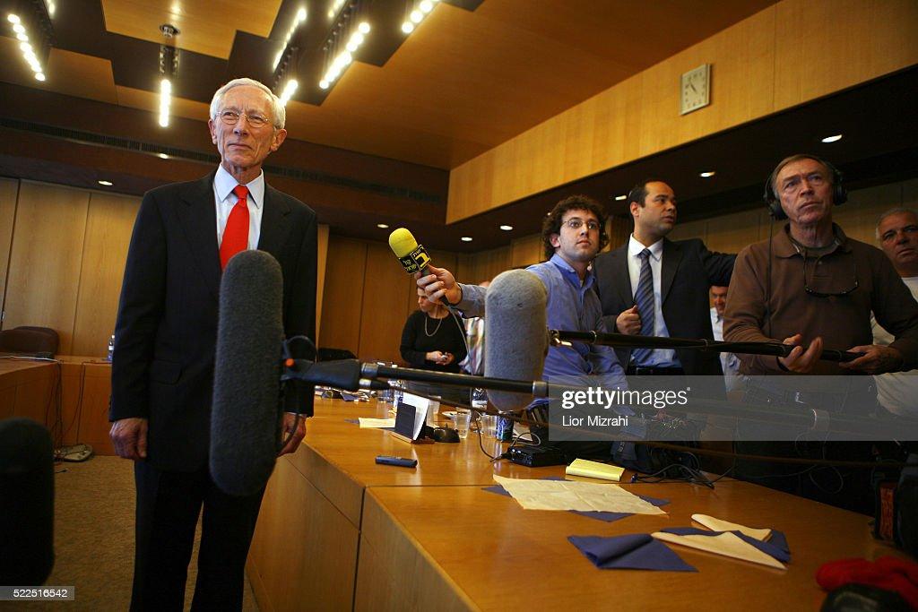 Governor of the Bank of Israel Professor Stanley Fischer speaks to reporters on December 01, 2008 in Jerusalem, Israel.