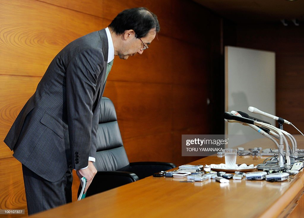 Governor of the Bank of Japan (BOJ) Masaaki Shirakawa bows before starting a press conference at the headquarters in Tokyo on May 21, 2010. Japan's central bank said it saw signs of 'moderate' recovery in the world's number two economy, but a rising yen stoked fears for the country's export-led rebound from a deep recession. AFP PHOTO/Toru YAMANAKA