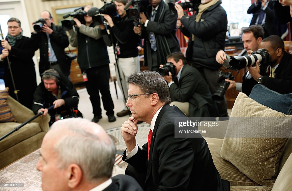 Governor <a gi-track='captionPersonalityLinkClicked' href=/galleries/search?phrase=Pat+McCrory+-+Politician&family=editorial&specificpeople=15629302 ng-click='$event.stopPropagation()'>Pat McCrory</a> (R) (R-NC) and Gov. <a gi-track='captionPersonalityLinkClicked' href=/galleries/search?phrase=Mark+Dayton&family=editorial&specificpeople=612750 ng-click='$event.stopPropagation()'>Mark Dayton</a> (D-MN) (L) listen as U.S. President Barack Obama speaks during a meeting with members of the National Governors Association's executive committee in the Oval Office of the White House January 6, 2015 in Washington, DC. Obama met with NGA members to discuss a range of issues.