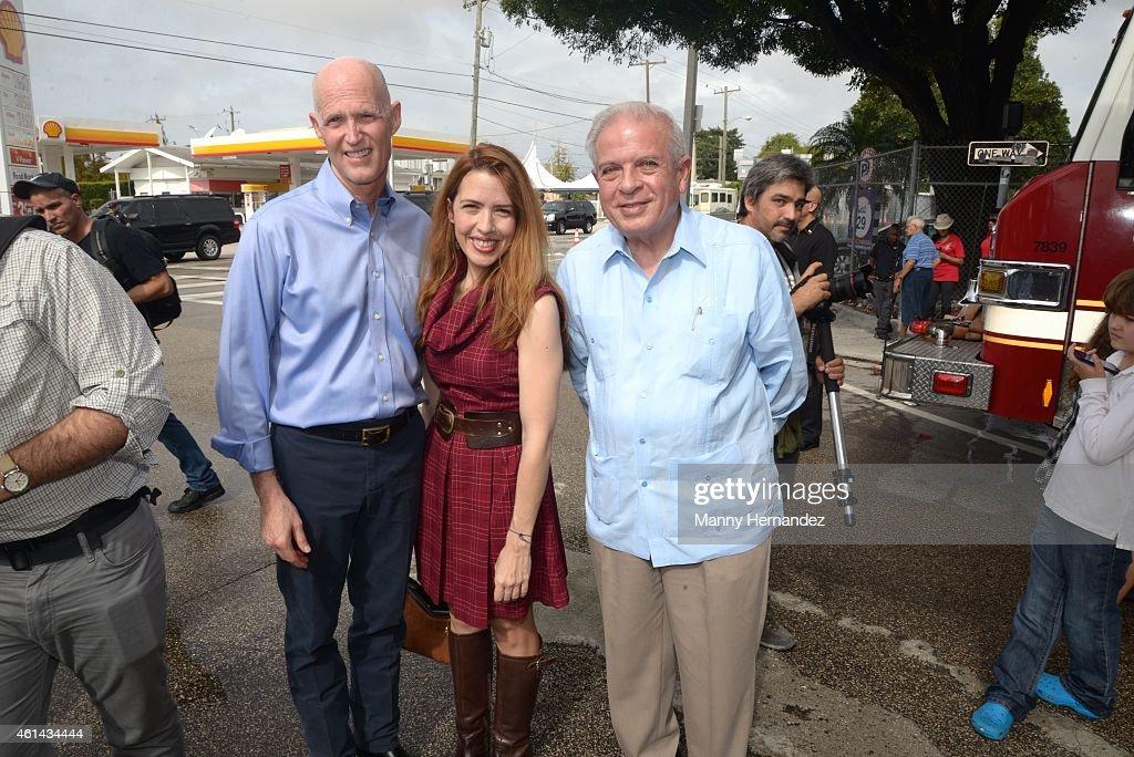 Governor <a gi-track='captionPersonalityLinkClicked' href=/galleries/search?phrase=Rick+Scott+-+Pol%C3%ADtico&family=editorial&specificpeople=2370892 ng-click='$event.stopPropagation()'>Rick Scott</a>, Raquelita Regalado and Mayor Tomas Regalado participates in Three Kings Parade in Miami's Little Havana on January 11, 2015 in Miami, Florida.