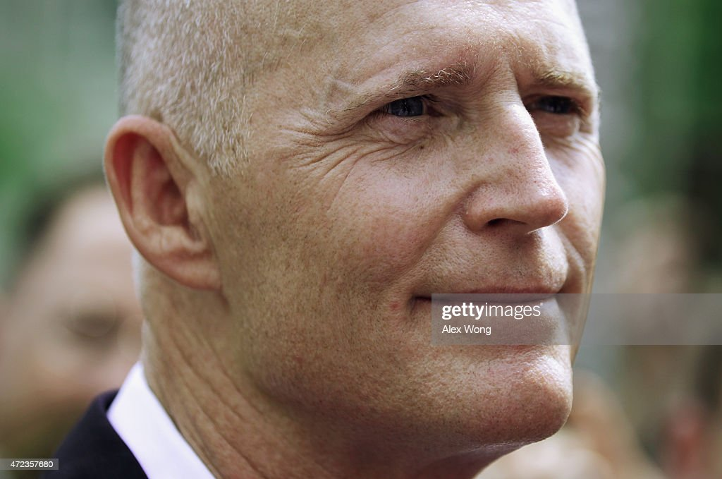 Governor <a gi-track='captionPersonalityLinkClicked' href=/galleries/search?phrase=Rick+Scott+-+Politiek&family=editorial&specificpeople=2370892 ng-click='$event.stopPropagation()'>Rick Scott</a> (R-FL) speaks to members of the media after a meeting with Secretary of Health and Human Services Sylvia Burwell May 6, 2015 in Washington, DC. Governor Scott met with Secretary Burwell to discuss his funding request for a Low Income Pool program which will be expire June 30.