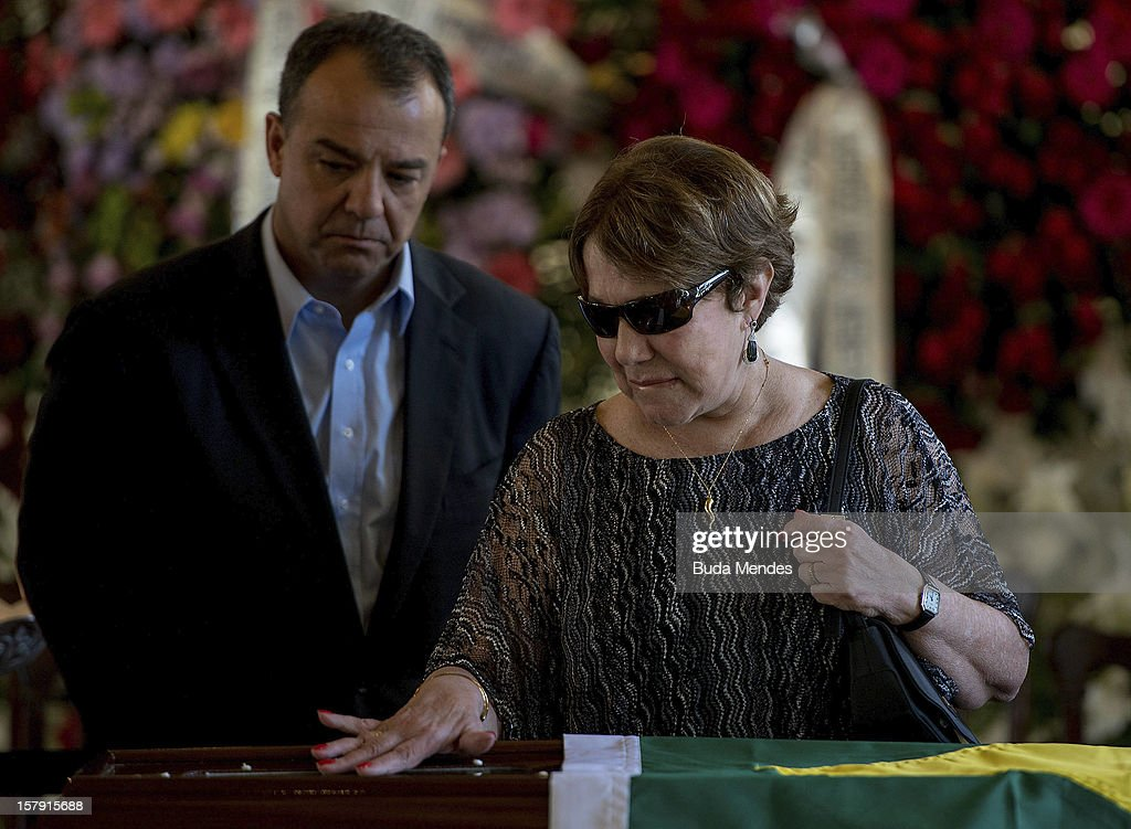 Governor Sergio Cabral and the widow Vera Lœcia Niemeyer during the funeral of the Architect Oscar Niemeyer at Palacio City on December 07, 2012 in Rio de Janeiro, Brazil. Niemeyer was hospitalized for 33 days at Samarian Hospital and died at 104 years old due to a kidney infection on December 06, 2012 in Rio de Janeiro, Brazil.
