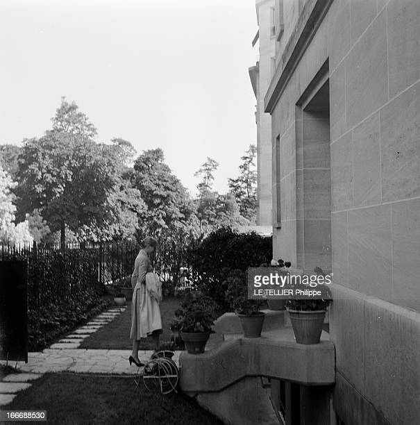 Grace And Rainier Of Monaco In Paris Paris le 21 juillet 1956 le prince RAINIER et la princesse GRACE de Monaco visitent la capitale la princesse...