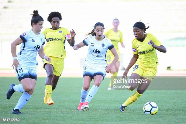 Grace Geyoro of PSG Anissa Lahmari of Paris FC Miraildes Maciel Mota of PSG and Mathilde Bourdieu of Paris FC during the women's Division 1 match...