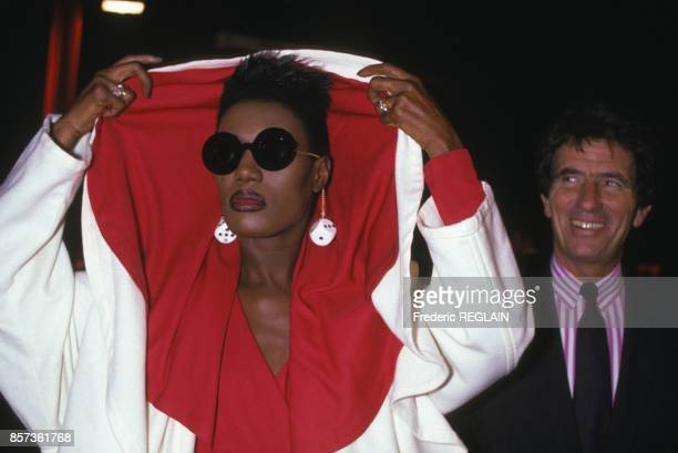 Grace Jones and Jack Lang at fashion designers party against AIDS on OCtober 26 1988 in Paris France