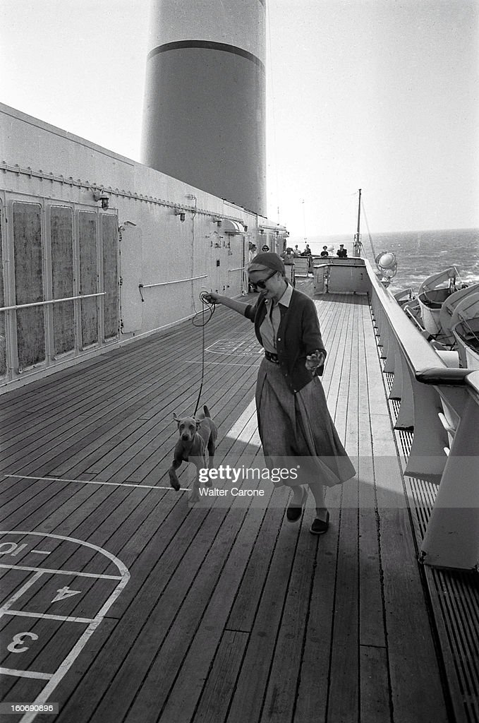 grace-kelly-on-the-road-to-monaco-grace-kelly-bord-du-uss-voguant-picture-id160690896
