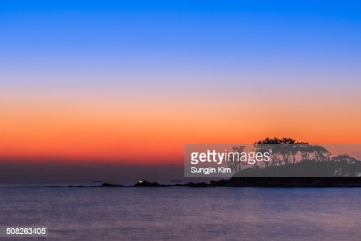 Gradational colors of daybreak at the beach