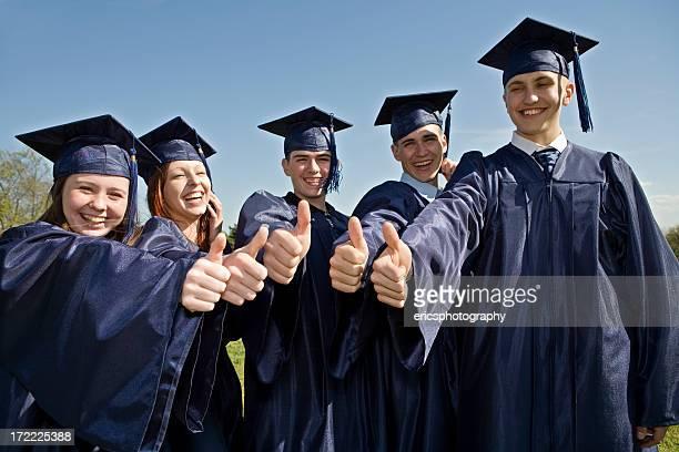 Absolventen geben Daumen hoch