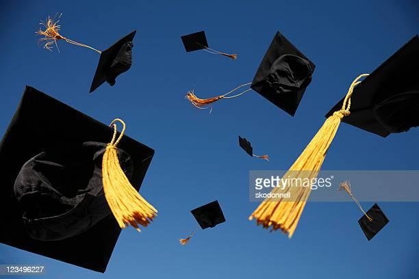 La remise des diplômes jettent casquettes dans l'Air