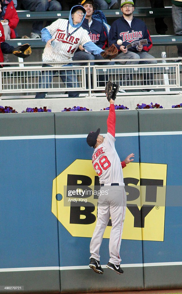 <a gi-track='captionPersonalityLinkClicked' href=/galleries/search?phrase=Grady+Sizemore&family=editorial&specificpeople=215505 ng-click='$event.stopPropagation()'>Grady Sizemore</a> #38 of the Boston Red Sox can't catch a home run by Eduardo Nunez #9 of the Minnesota Twins in the second inning and the Twins beat the Red Sox 8-6 during MLB game action on May 13, 2014 at Target Field in Minneapolis, Minnesota.