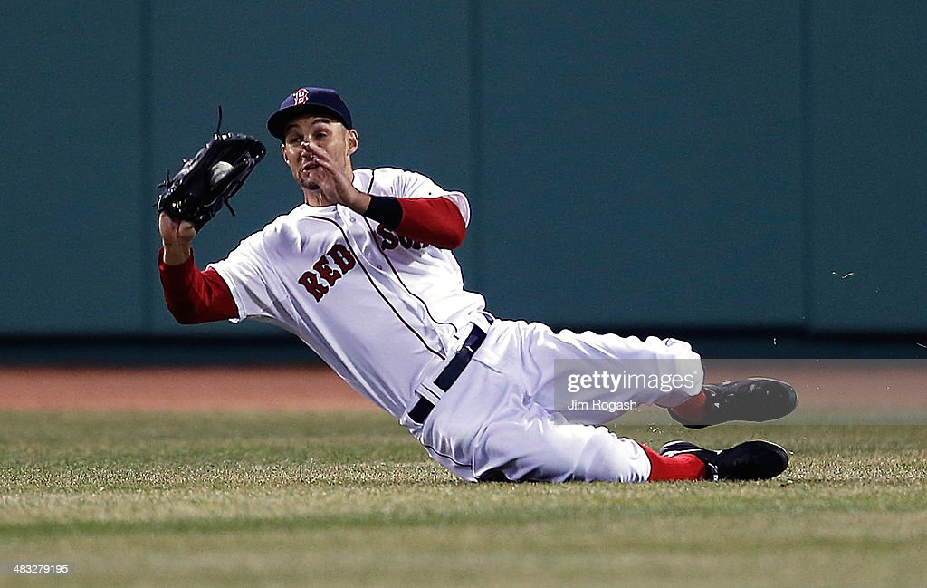<a gi-track='captionPersonalityLinkClicked' href=/galleries/search?phrase=Grady+Sizemore&family=editorial&specificpeople=215505 ng-click='$event.stopPropagation()'>Grady Sizemore</a> #38 of the Boston Red Sox makes a catch on a run-scoring sacrifice fly off the bat of Mitch Moreland (not pictured) of the Texas Rangers in the fourth inning at Fenway Park on April 7, 2014 in Boston, Massachusetts.