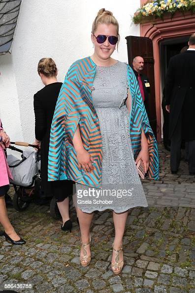 graefin-pauline-berghe-von-trips-during-the-wedding-of-prince-zu-picture-id586436788