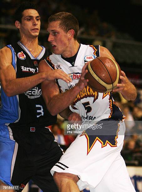Graeme Dann of the Razorbacks is put under pressure from Oscar Forman of the Breakers during the round 19 NBL match between the New Zealand Breakers...