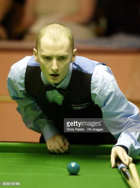 Graeme Dott in action in his match against Jon Higgins at The 2004 Embassy World Snooker Championships at Sheffield