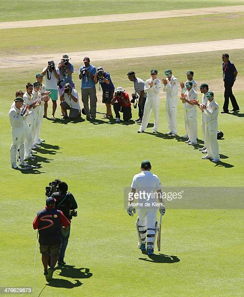 Graeme Smith of South Africa comes out to bat as the Australian team welcomes him with a guard of honour during day 4 of the third test match between...
