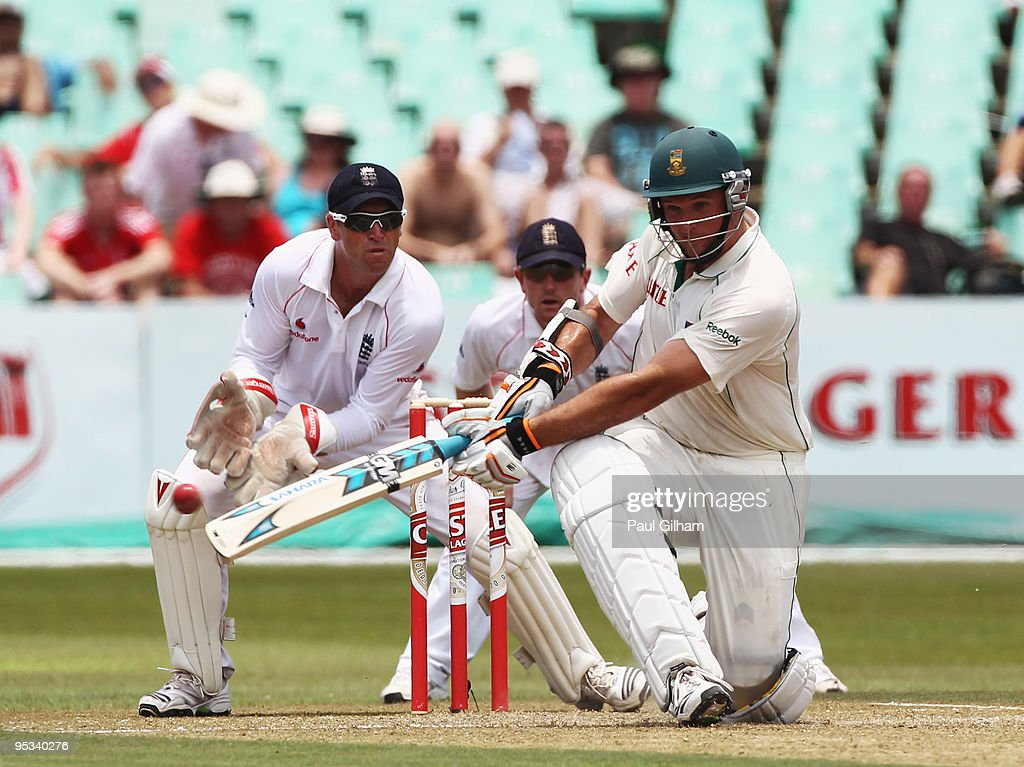 <a gi-track='captionPersonalityLinkClicked' href=/galleries/search?phrase=Graeme+Smith+-+Cricket+Player&family=editorial&specificpeople=193816 ng-click='$event.stopPropagation()'>Graeme Smith</a> of South Africa hits out during day one of the second test match between South Africa and England at Kingsmead Stadium on December 26, 2009 in Durban, South Africa.