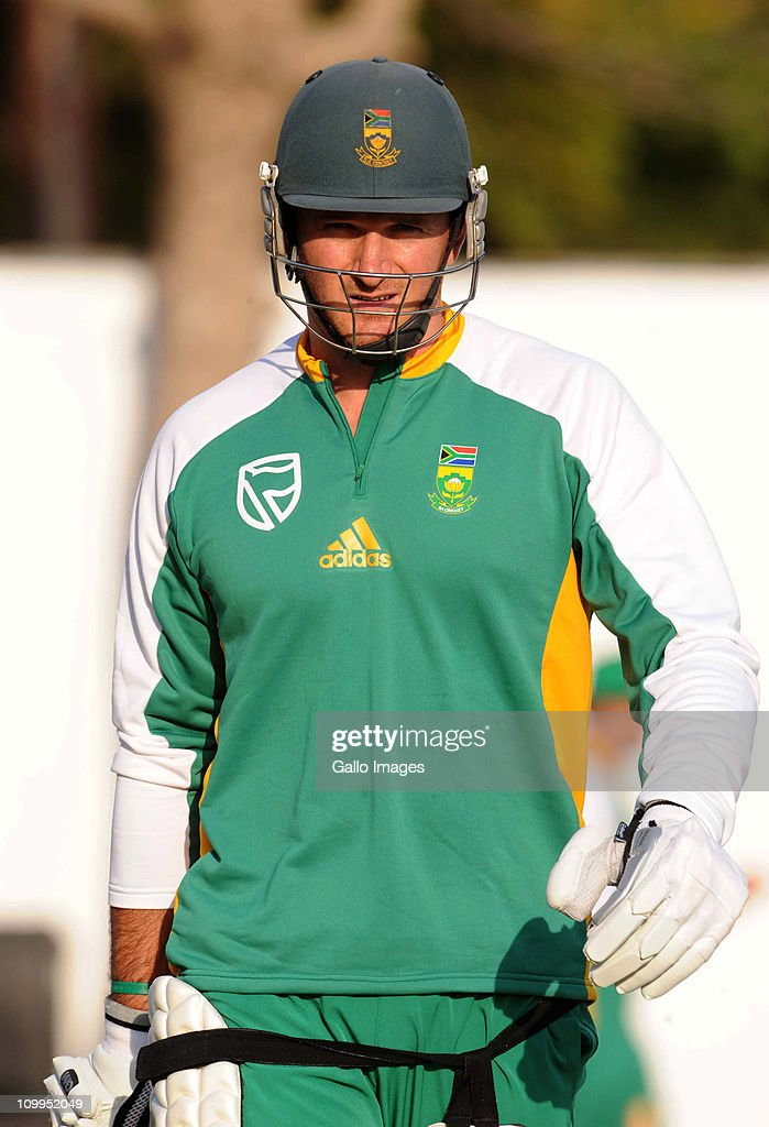 <a gi-track='captionPersonalityLinkClicked' href=/galleries/search?phrase=Graeme+Smith&family=editorial&specificpeople=193816 ng-click='$event.stopPropagation()'>Graeme Smith</a> of South Africa looks on during a Proteas nets session at VCA Stadium on March 11, 2011 in Nagpur, India.
