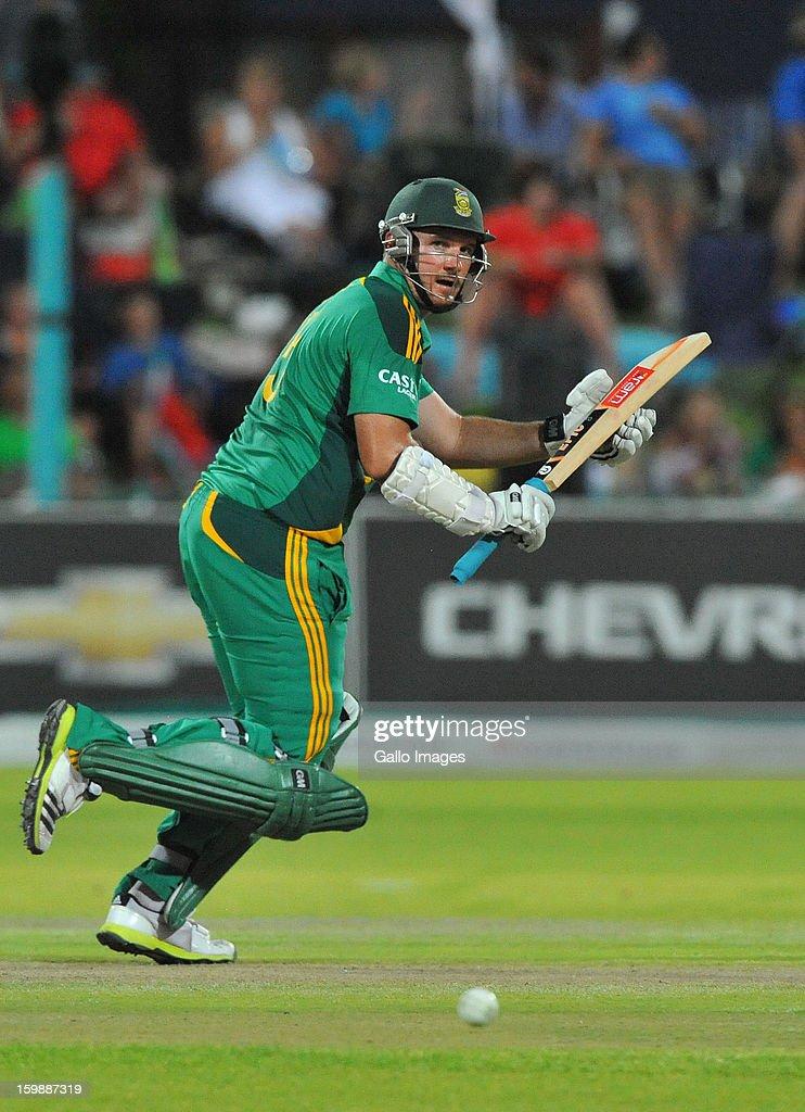 <a gi-track='captionPersonalityLinkClicked' href=/galleries/search?phrase=Graeme+Smith&family=editorial&specificpeople=193816 ng-click='$event.stopPropagation()'>Graeme Smith</a> of South Africa plays to the leg side during the 2nd One Day International match between South Africa and New Zealand at De Beers Diamond Oval on January 22, 2013 in Kimberley, South Africa.