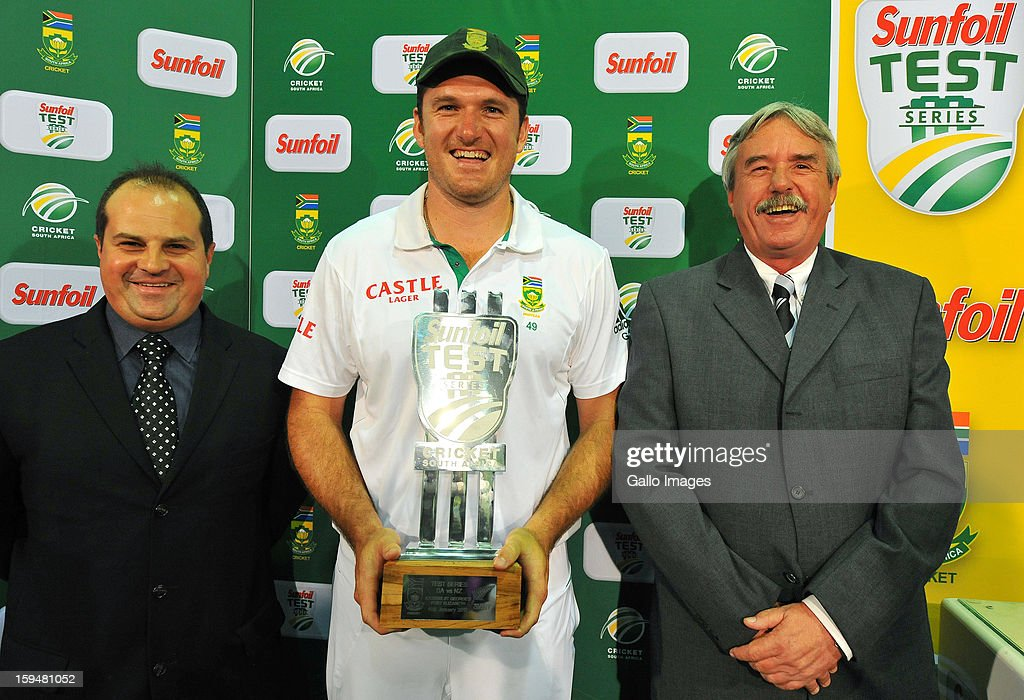 <a gi-track='captionPersonalityLinkClicked' href=/galleries/search?phrase=Graeme+Smith&family=editorial&specificpeople=193816 ng-click='$event.stopPropagation()'>Graeme Smith</a> of South Africa (C) poses with the Series Trophy during day 4 of the 2nd Test match between South Africa and New Zealand at Axxess St Georges on January 14, 2013 in Port Elizabeth, South Africa.