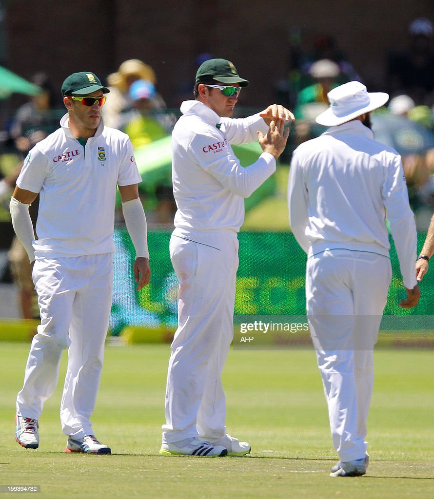 Graeme Smith of South Africa (C) requests the review system on the third day of the second and final test match between South Africa and New Zealand at the Axxess St George's Cricket Stadium on January 13, 2013 in Port Elizabeth. AFP Photo / Anesh Debiky