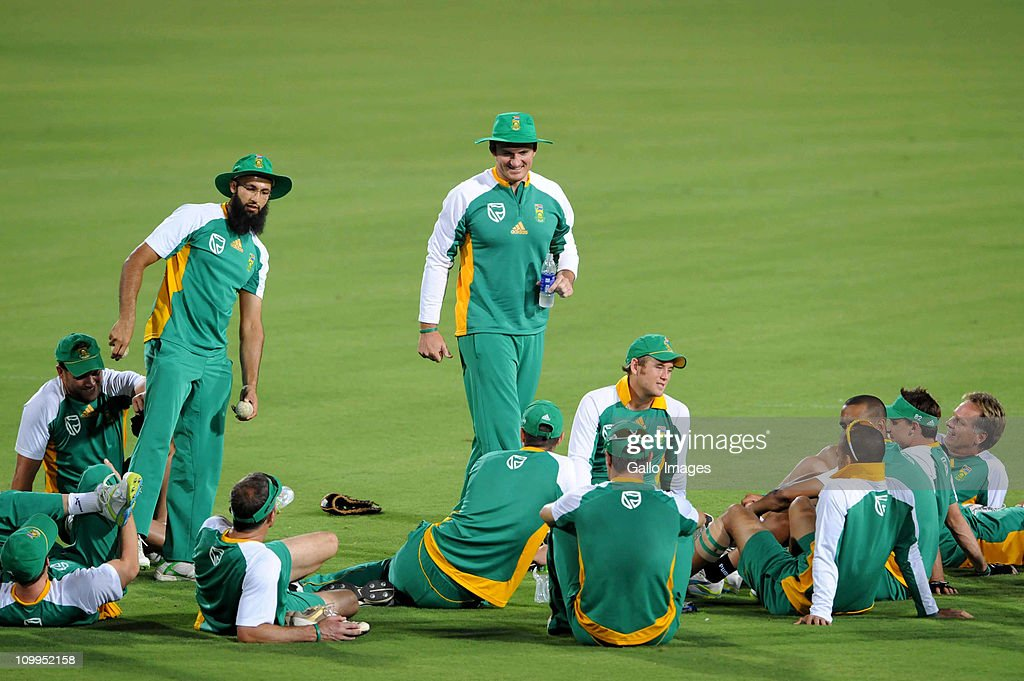 <a gi-track='captionPersonalityLinkClicked' href=/galleries/search?phrase=Graeme+Smith&family=editorial&specificpeople=193816 ng-click='$event.stopPropagation()'>Graeme Smith</a> of South Africa smiles as he talks to the players during a Proteas nets session at VCA Stadium on March 11, 2011 in Nagpur, India.
