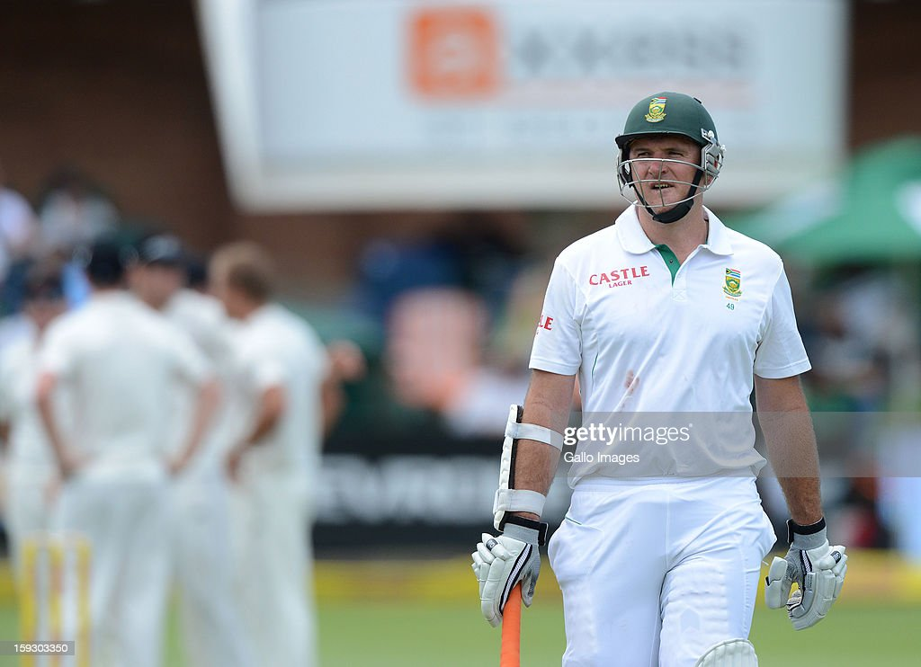 <a gi-track='captionPersonalityLinkClicked' href=/galleries/search?phrase=Graeme+Smith&family=editorial&specificpeople=193816 ng-click='$event.stopPropagation()'>Graeme Smith</a> of South Africa walks off after being dismissed for 54 runs during day one of the second test match between South Africa and New Zealand at Axxess St Georges on January 11, 2013 in Port Elizabeth, South Africa.