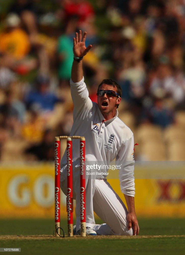 <a gi-track='captionPersonalityLinkClicked' href=/galleries/search?phrase=Graeme+Swann&family=editorial&specificpeople=578767 ng-click='$event.stopPropagation()'>Graeme Swann</a> appeals successfully to dismiss Ryan Harris of Australia during day one of the Second Ashes Test match between Australia and England at Adelaide Oval on December 3, 2010 in Adelaide, Australia.
