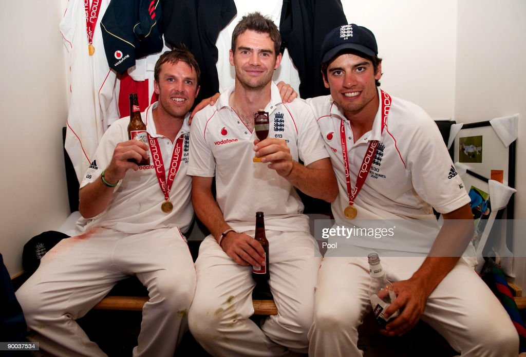 Graeme Swann, <a gi-track='captionPersonalityLinkClicked' href=/galleries/search?phrase=James+Anderson+-+Cricket+Player&family=editorial&specificpeople=6920305 ng-click='$event.stopPropagation()'>James Anderson</a> and Alastair Cook of England celebrate with the Ashes Urn in the changing room following the fifth npower Test Match at the Oval on august 23, 2009 in London, England.