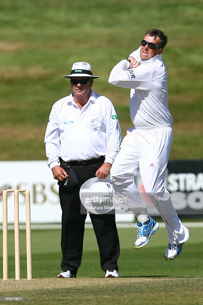 <a gi-track='captionPersonalityLinkClicked' href=/galleries/search?phrase=Graeme+Swann&family=editorial&specificpeople=578767 ng-click='$event.stopPropagation()'>Graeme Swann</a> of England bowls during day two of the International tour match between the New Zealand XI and England at Queenstown Events Centre on February 28, 2013 in Queenstown, New Zealand.