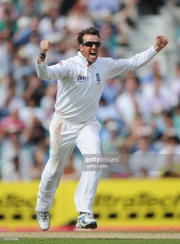<a gi-track='captionPersonalityLinkClicked' href=/galleries/search?phrase=Graeme+Swann&family=editorial&specificpeople=578767 ng-click='$event.stopPropagation()'>Graeme Swann</a> of England celebrates the wicket of Gautam Gambhir of India during day five of the 4th npower Test Match between England and India at The Kia Oval on August 22, 2011 in London, England.