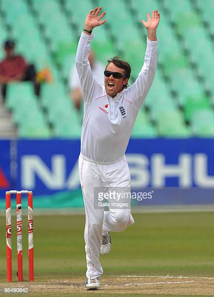 Graeme Swann of England celebrates the wicket of Morne Morkel of South Africa for 15 runs during day 5 of the 2nd test match between South Africa and...
