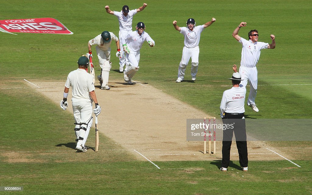 Graeme Swann of England celebrates the wicket of Simon Katich of Australia during day four of the npower 5th Ashes Test Match between England and Australia at The Brit Oval on August 23, 2009 in London, England.