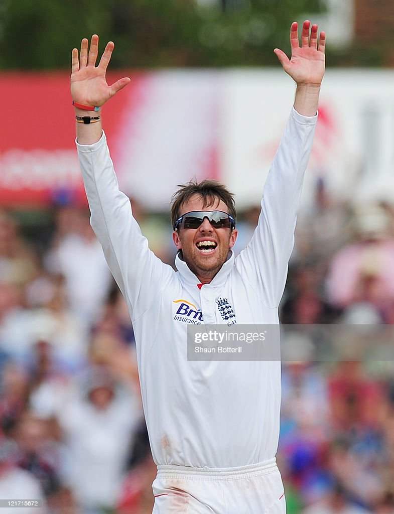 <a gi-track='captionPersonalityLinkClicked' href=/galleries/search?phrase=Graeme+Swann&family=editorial&specificpeople=578767 ng-click='$event.stopPropagation()'>Graeme Swann</a> of England celebrates the wicket of Sreesanth of India and victory during day five of the 4th npower Test Match between England and India at The Kia Oval on August 22, 2011 in London, England.