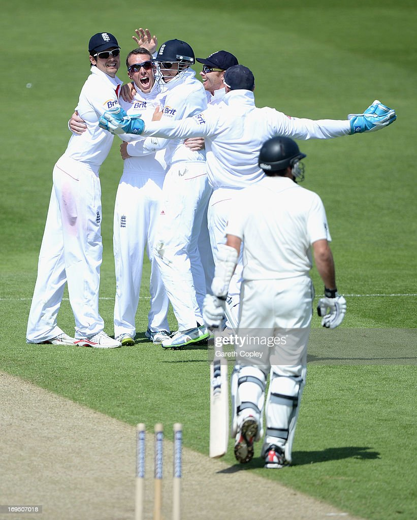 <a gi-track='captionPersonalityLinkClicked' href=/galleries/search?phrase=Graeme+Swann&family=editorial&specificpeople=578767 ng-click='$event.stopPropagation()'>Graeme Swann</a> of England celebrates with teammates after bowling Dean Brownlie of New Zealand during day three of 2nd Investec Test match between England and New Zealand at Headingley on May 26, 2013 in Leeds, England.