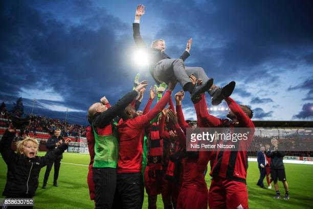 Graham Potter head coach of Oestersunds FK celebrates after the victory during the UEFA Europa League Qualifying PlayOffs round second leg match...
