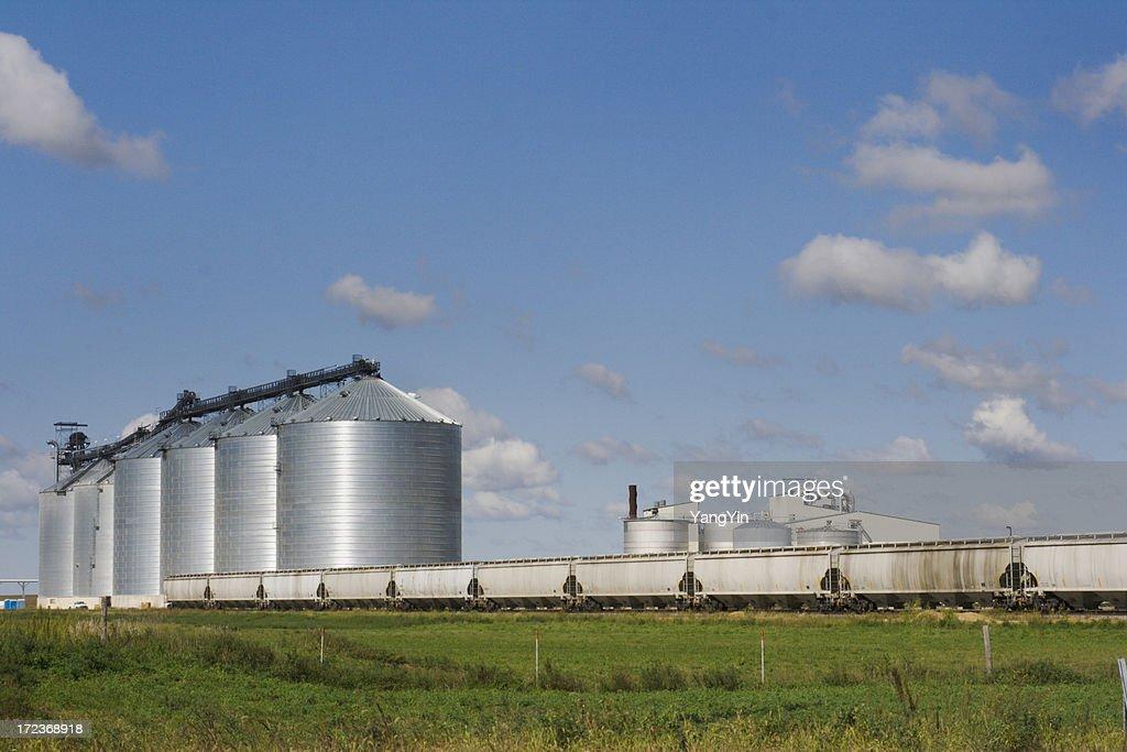 Grain Bins and Rail Cars