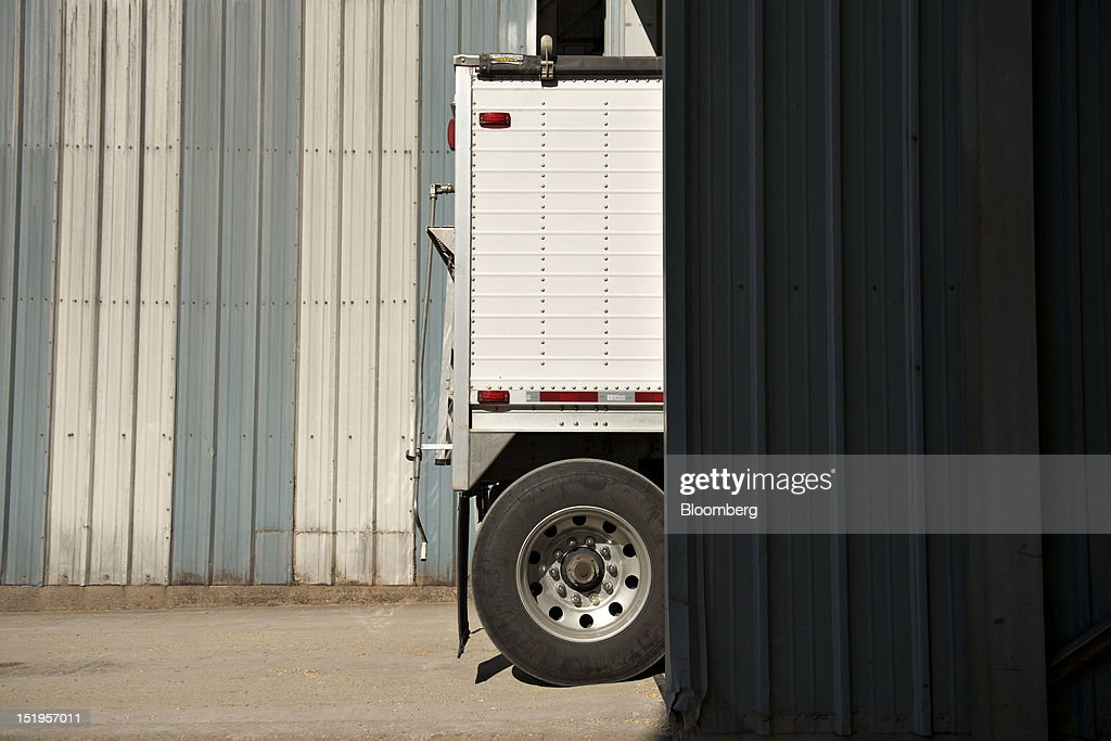 A grain truck delivers corn at the Atherton Grain Co. Inc. elevator in Normandy, Illinois, U.S., on Wednesday, Sept. 12, 2012. The U.S. Department of Agriculture estimates for world agricultural supply and demand is bearish for corn, wheat and cotton and bullish for soybeans, according to Goldman Sachs Group Inc. Photographer: Daniel Acker/Bloomberg via Getty Images