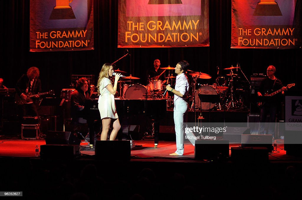 GRAMMY-nominated artists Colbie Caillat and Jason Mraz perform the Sonny & Cher song 'I Got You Babe' at the GRAMMY Foundation's 12th Annual Music Preservation Project 'Cue The Music: A Celebration Of Music And Television', held at the Wilshire Ebell Theatre on January 28, 2010 in Los Angeles, California.